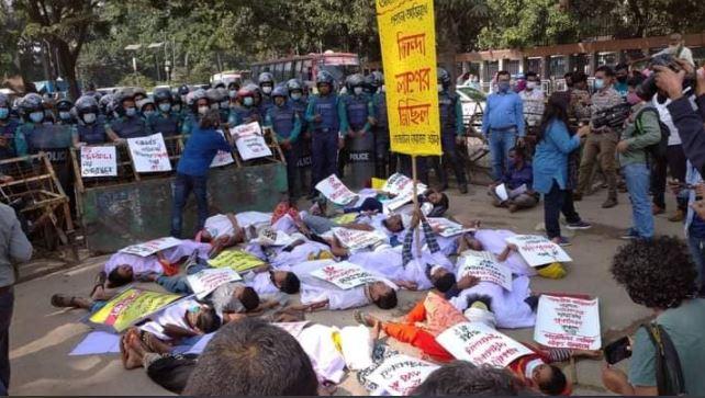 তাজরীন শ্রমিকদের 'জিন্দা লাশ' মিছিলে পুলিশি বাধা